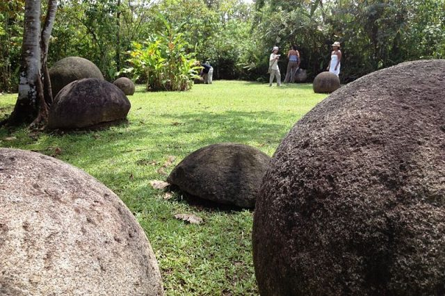 Stone spheres at the Museo Nacional in San José (Wikipedia/user: User: Axxis10)