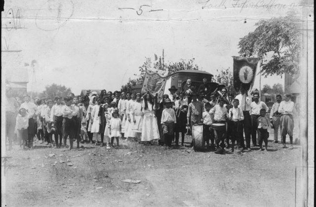 7 Benavides procession 1915
