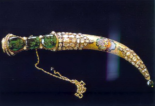 Topkapi emerald dagger, held in the Museum Palace Nadir Shah.