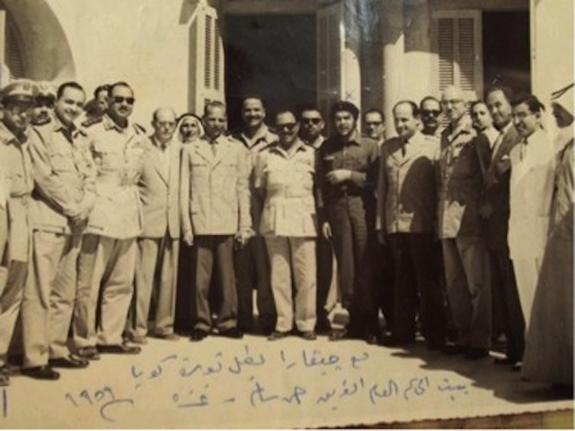 "The handwritten text reads- ""With Guevara, hero of the Cuban Revolution. Mansion of the Governor General, Lieutenant General Ahmad Salim. Gaza, 1959."" Via Wikimedia Commons"