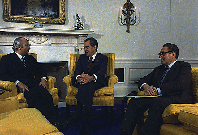 Meeting in the Oval Office between Richard Nixon, Henry Kissinger, and Egyptian Foreign Minister Ismail Fahmi, 31 October 1931. Via Wikipedia.