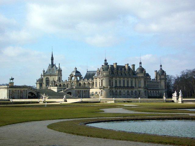 FileChateau_de_Chantilly_garden