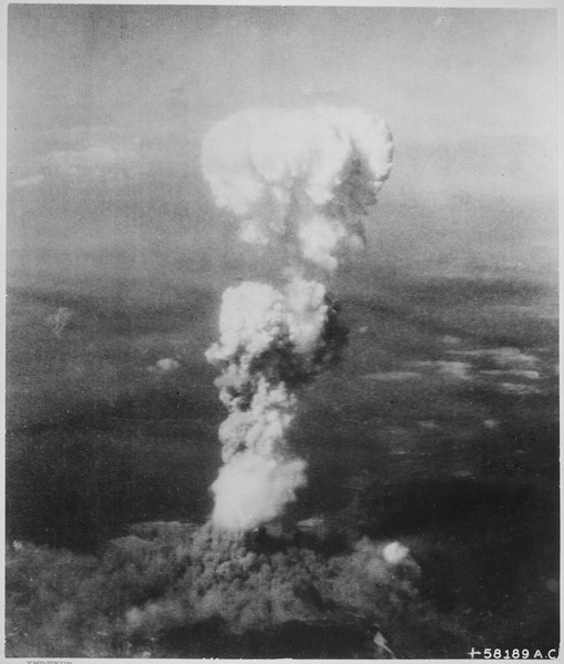 At_the_time_this_photo_was_made2C_smoke_billowed_202C000_feet_above_Hiroshima_while_smoke_from_the_burst_of_the_first_atom_-_NARA_-_542192