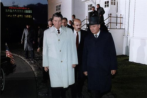 500px-Gorbachev_and_Reagan_1986-6