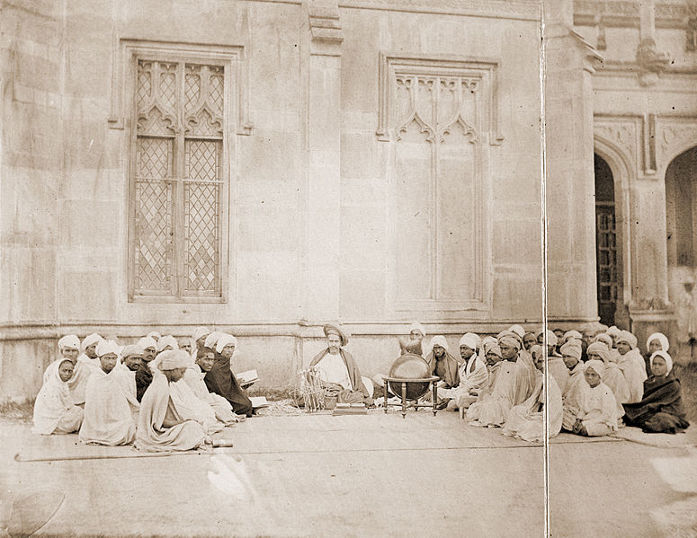 775px-Pandit_Bapudeva_Sastri_1821-1900_Professor_of_Astronomy_teaching_a_class_at_Queens_College_Varanasi