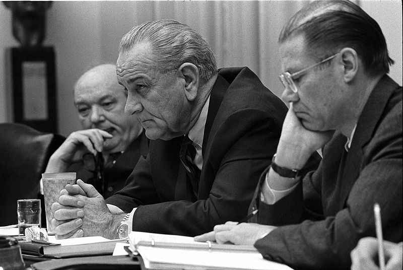800px-Dean_Rusk_Lyndon_B._Johnson_and_Robert_McNamara_in_Cabinet_Room_meeting_February_1968