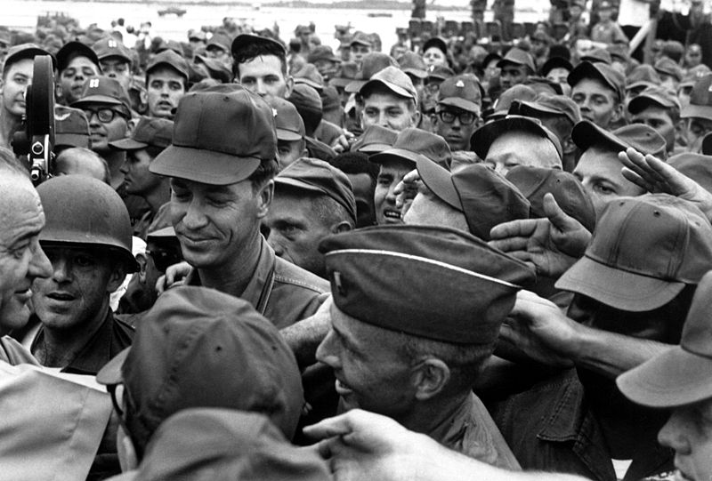 800px-Lyndon_Johnson_greets_American_troops_in_Vietnam_1966