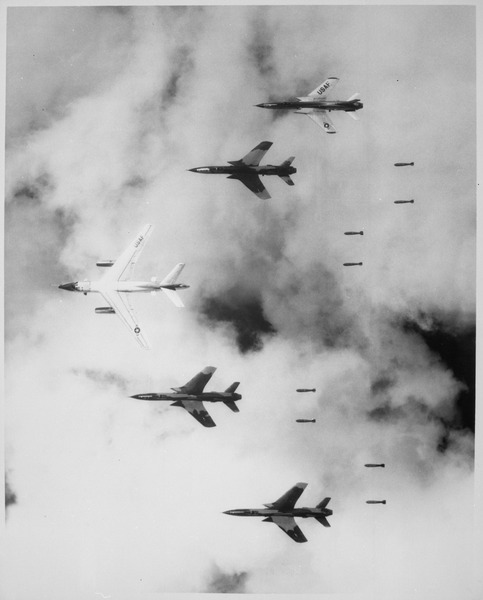 lossy-page1-483px-Flying_under_radar_control_with_a_B-66_Destroyer_Air_Force_F-105_Thunderchief_pilots_bomb_a_military_target_through_low_-_NARA_-_541862.tif_