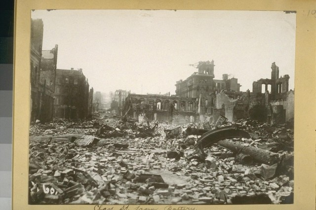 Destruction on San Francisco's Clay Street after the 1906 earthquake (UC Berkeley, Bancroft Library)