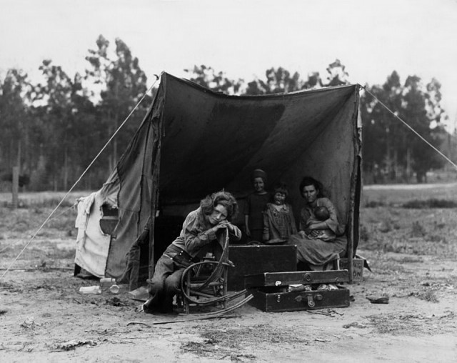 One of Dorothea Lange's iconic photographs of Florence Owens Thompson, a migrant worker, and her family during the Great Depression (Library of Congress)