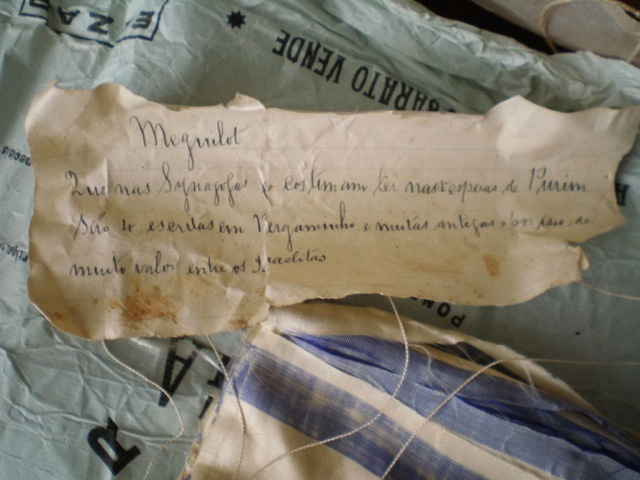 Note left with the scrolls describing the meguilot
