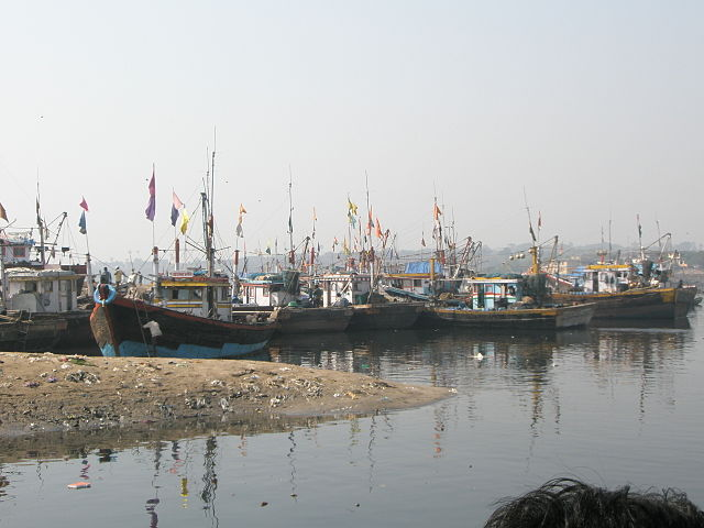 Fishing boats in Versova. Via Wikimedia Commons.