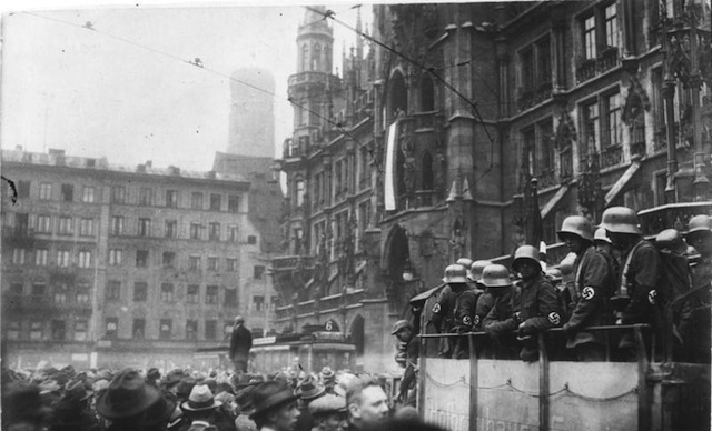 Munich Marienplatz during the failed Beer Hall Putsch, 9 November 1923. Via Wikipedia.