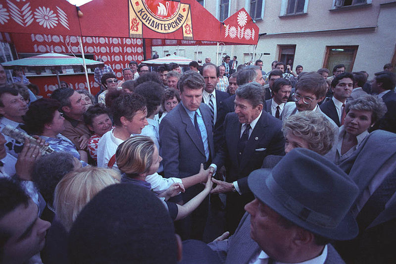 800px-Gorbachev_and_Reagan_1988-2
