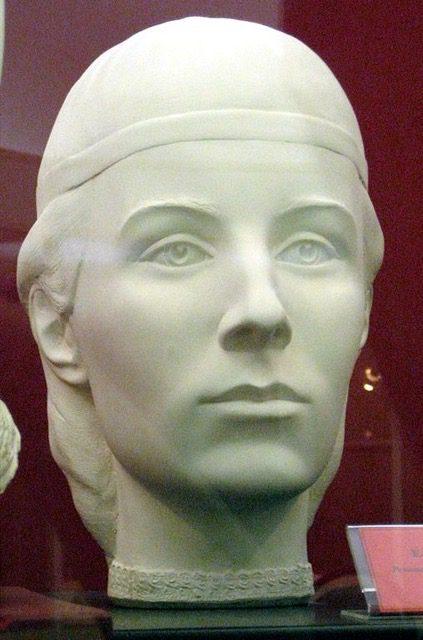<Image: Elena Glinskaya: Forensic facial reconstruction by S. Nikitin, 1999. By Shakko CC BY-SA 3.0 via Wikimedia Commons>