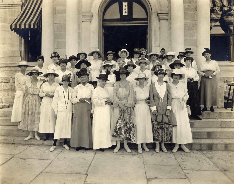 Black and white image of women Register to Vote in Travis County, 1918