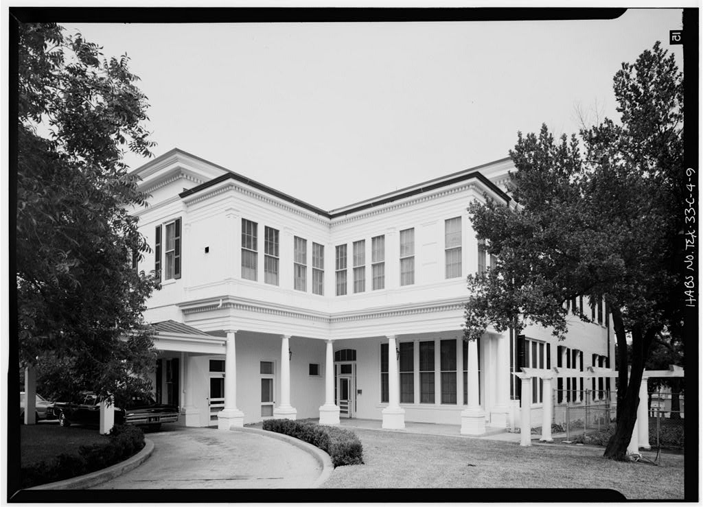 This photo taken in 1933 shows the rear of the Governor's Mansion which is where the kitchen and slave quarters above the kitchen were located.